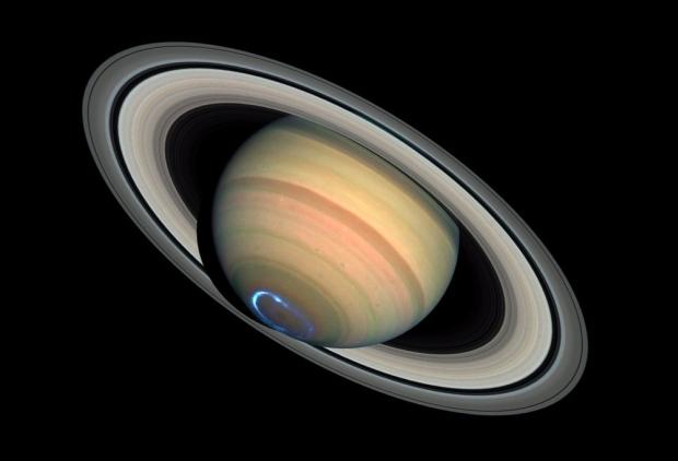 Poollicht op Saturnus