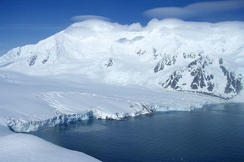 1516_antarctica_livingstone_island_2.jpg