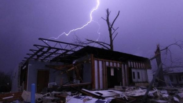 1661_20151226_tornado_s_vs_1_2.jpg