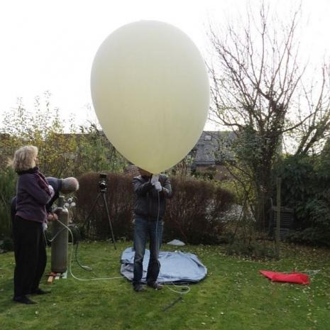 Vullen van de ballon met Helium
